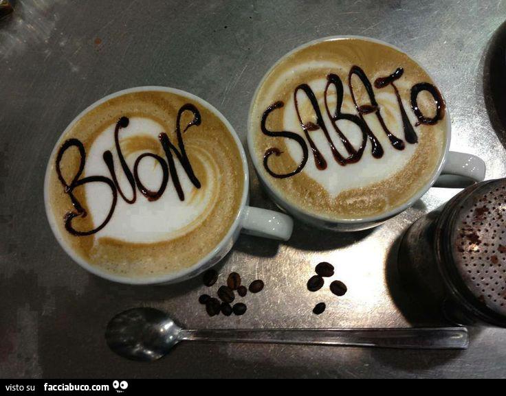 Buon sabato scritto sulla schiuma di due caff for Immagini divertenti di sabato